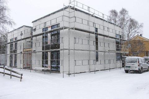 SOLGT PÅ EN UKE: Alle de fire leilighetene i Lagmannsgata 28 i Mosjøen ble solgt i løpet av en uke. Megleren har aldri opplevd liknende. Foto: Vegard Olsen