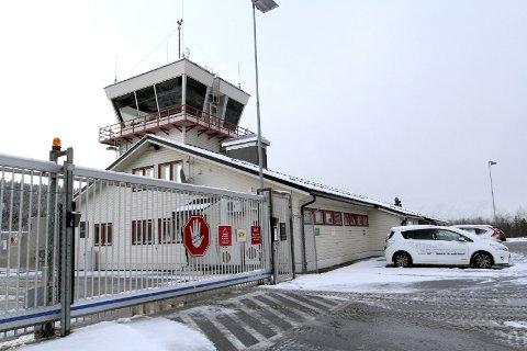 Lufthavnstruktur: En ny, stor flyplass nord på Helgeland vil trolig medføre at Mosjøen lufthavn, Kjærstad blir lagt ned. Skanska Norge AS framhever at en flyplass nært E6-anlegget sparer tid og belastning for ansatte. Foto: Torild Wika