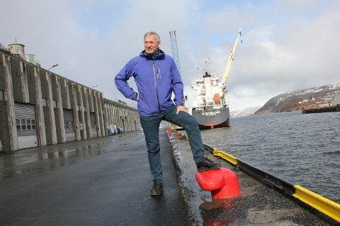 MOTIVERT: Tirsdag var Kurt Jessen Johansson innom på en snarvisitt i Mosjøen havn, før påskeferien startet. Han sier at han har en rekke prosjekt og utfordringer å ta løs på i havna.
