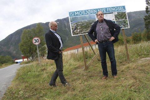 På tomta: Daglig leder i MON, Leif Søfting på mulig fengselstomt på Skjervengan. Her sammen med Jann-Arne Løvdahl som også er i styringsgruppen. foto: Jon Steinar linga