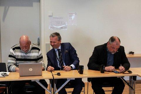 Ordfører i Vefsn Jann-Arne Løvdahl, ordfører i Alstahaug Bård Anders Langø og ordfører i Brønnøy Johnny Hanssen.