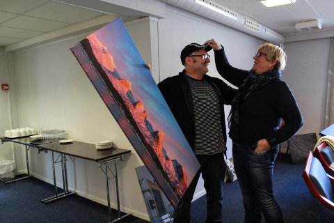 - Folk tror ikke at det er så rødt som det var på bildet her, men det var det, sier Geir Edvardsen og Anita Sivesind.