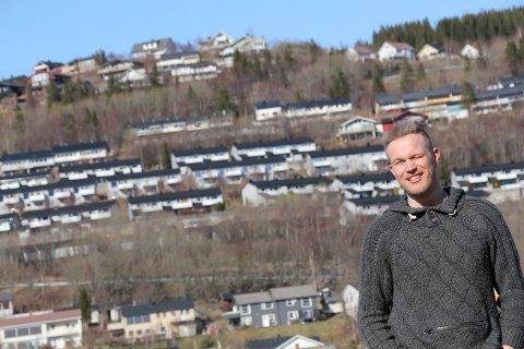 KULSTADLIA: Thomas Hagfors er klar for å bygge ut fiber i Kulstadlia. Foto: Jon Steinar Linga