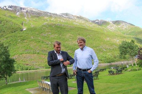 IKKE I MÅL: Gustav Grumert (t.v.) har ennå ikke en finansieringsløsning for Øyfjellet vindkraftverk i boks. Her sammen med Morten Selnes fra Norconsult.