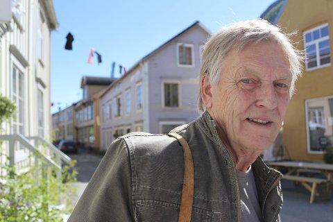 I Mosjøen: : Knut Larsen er født i Mosjøen, men flyttet til Sverige i 1965. Han bor i Flen i Södermanland.Foto: Asbjørg Sande