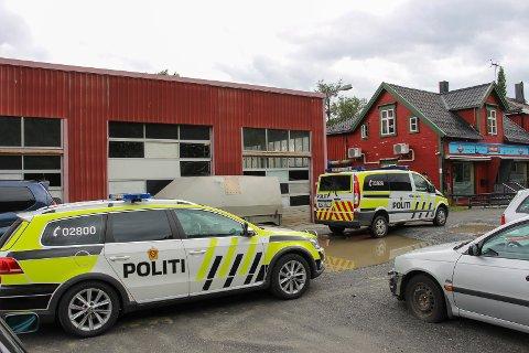 Politiet rykket ut med to biler til en adresse i Mosjøen mandag.