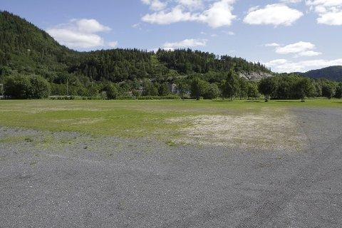 BRUKER GRESSBANENE: Det store Bobiltreffet i Mosjøen i august vil benytte gressbaner på Kippermoen. Blant annet denne banen som Mosjøen IL Fotball bygde, og som ble ferdig til Kippermocupen i fjor.  FOTO: PER VIKAN