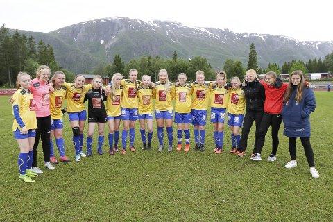 TAP I ÅPNINGEN: I Kippermocupen vant Sandnessjøen/Dønna mot Halsøy i bronsefinalen. Nå er jentene i Dana Cup.