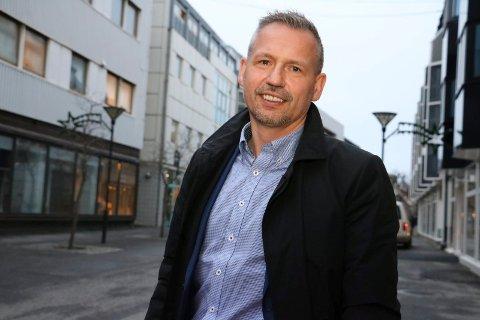 RASERT: Bård Anders Langø sier at store deler av det kommunale tilbudet i Alstahaug kan bli rasert dersom eiendomsskatten fjernes.