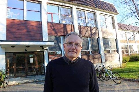 GLEDELIG: Rektor Kurt Henriksen gleder seg over at fraværet ved MVS er halvert.