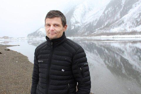 FREMMED ART: Thomas Bjørnå sier at man ikke vet hvilke konsekvenser et stort innslag av pukkellaks kan få.