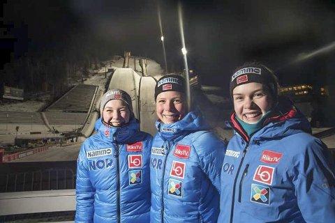 Maren Lundby (midten) leder versdenscupen etter en utrolig sesong så langt. Juniorene Silje Opseth og Anna Odine Strøm (t.h.) har gjort det bra de også, og de er sikkert med å kjemper om topplasseringer i Sveits.