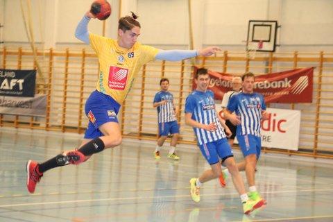 SIL spilte lørdag sesongens første kamp for 3. divisjon herrer. De møtte Brønnøysund i Stamneshallen, og vant kampen 42-30, og vant to viktige poeng. Einar Fredrik Barth-Heyerdahl (bildet) scorte ett mål.