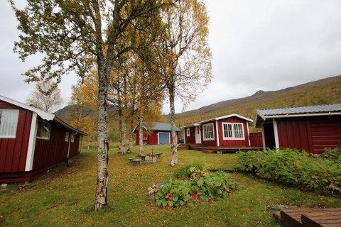 Hyttetunet i Krutådalen er til salgs for 1,2 millioner kroner. Bruksarealet er på 116 kvadratmeter, og i tillegg til hovedhuset finnes det både anneks, uthus og badstuhus.