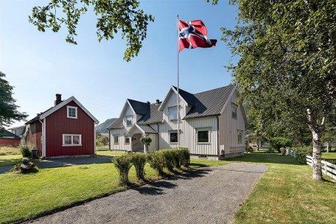 Eiendomsmarkedet i Mosjøen er det mest stabile på Helgeland, og skal du selge boligen din tar det i snitt 26 dager. Sjansen for at du får over prisantydning er på 50 prosent, noe som vil si at eierne av denne boligen på Nervollan har gode sjanser til å sitte igjen med over fire millioner etter salget.