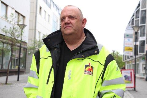 Knut Nilsen (uavhengig) løfter fram debatten om en tverrpolitisk liste i Alstahaug foran neste valg.- Folk er frustrerte, og noe må gjøres, sier han.
