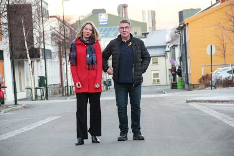Kine Mosheim og Knut Wulff Hansen. Vefsn tverrpolitiske parti, Mosjøen.