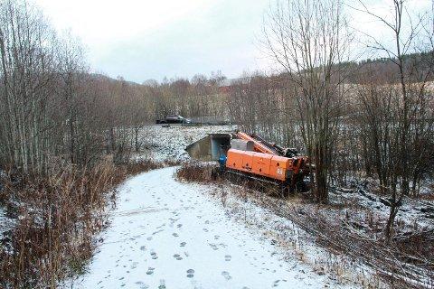 GRUNNBORING: Statens vegvesen utfører grunnboring nær E6- undergangen ved Grågåsvegen i Kulstaddalen.