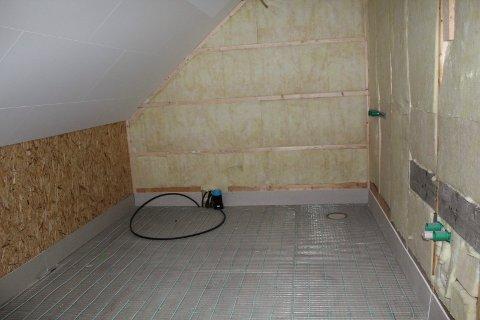 Marthe Nordås og familien sitt uferdige bad er noe av det HAG Bygg AS ikke ble ferdig med før konkursen.