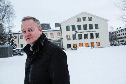 BUDSJETTINNSPILL: Jørn Clausen i Vefsn Høyre vil utnytte ledig areal på Mosjøen skole til også andre oppvekstformål. Poenget er å spare kommunen for leieutgifter. Vefsn kommunestyre skal vedta rådmannens budsjettforslag 19. desember.