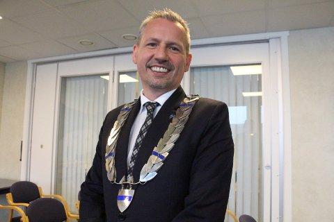 Ordfører Bård Anders Langø håper det felles fyrverkeriet skal bli en årlig tradisjon. - Alstahaug kommune stiller seg bak dette arrangementet, sier han.