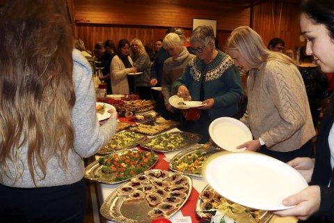 Ute til lunsj: Et avbrekk i «Inspirasjonsdag om måltidsglede for eldre» med mat fra lokale produsenter.