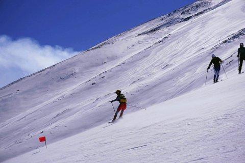 ETNA: Stine Haustreis på vei nedover på vulkanen Etna i lørdagens øvelse individuell. Hun har deltatt i EM på Sicilia og fikk med seg en 30. plass i denne øvelsen. Foto: Randoneelandslaget