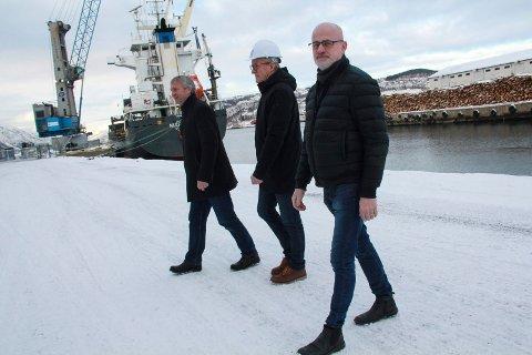 HELGELAND HAVN IKS: F.h. assisterende havnedirektør Trond Nygård, styreleder Einar Andersen og havnedirektør Kurt Jessen Johansson, her fotografert i Mosjøen havn.