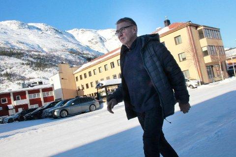 SER FRAMOVER: Knut Wulff Hansen er ny partileder i Vefsn tverrpolitiske parti, og sier at mange innbyggere i Vefsn vil ha en nypolitisk kurs. Han er  avventende med å si konkret hva det nye er.
