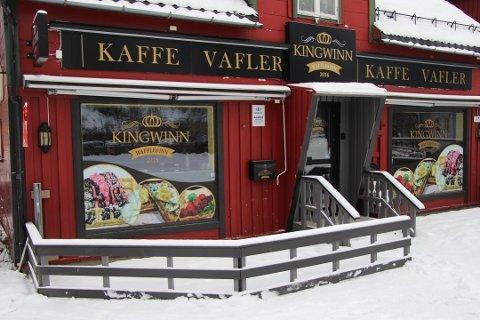 Vaffelkafeen Kingwinn åpner dørene i Mosjøen igjen om kort tid.
