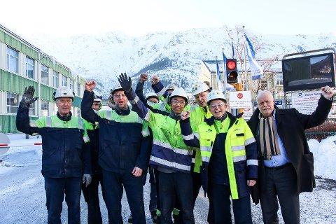 Jann-Arne Løvdahl og Kathrine Næss og ansatte ved Alcoa jubler over kraftnyheten.