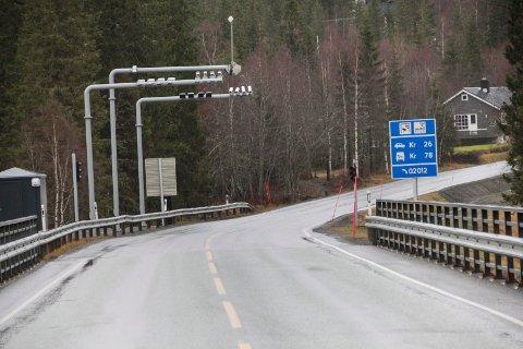 FLYTTES HERFRA: Vefsn kommune skal vurdere om bommen på Forsmo bru kan flyttes til Skotsmyra