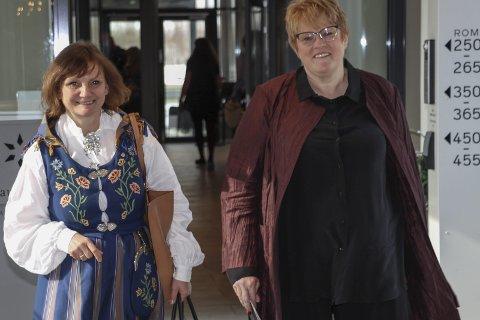 VEIVISER: Franziska Wika var vert og veiviser da partifelle Trine Skei Grande besøkte Mosjøen onsdag. Hun luftet i tillegg aktuelle kulturønsker med statsråden.