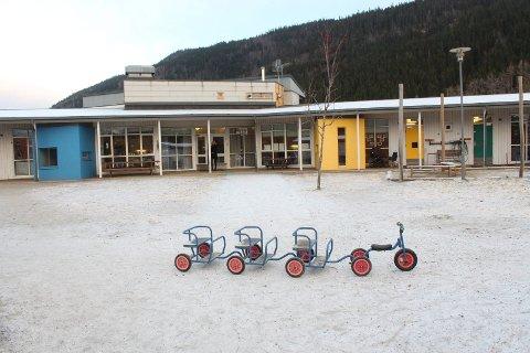 Skjervengan barnehage har fått pålegg om å vedlikeholde en benkplate.