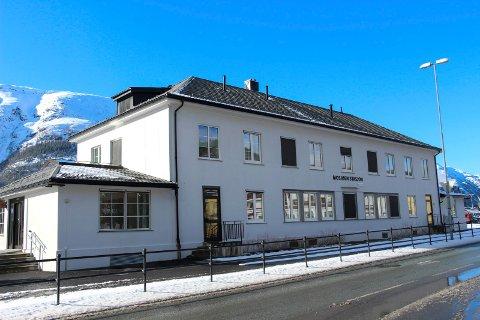 GREIT: Vefsn kommune skriver at Bane NOR Eiendom ikke behøver å søke om dispensasjon for kioskdrift på Mosjøen stasjon.