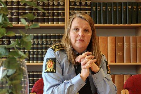 POLITIINSPEKTØREN: Linda Rømma er påtaleansvarlig i saken hvor en mann i 60-årene ble klemt i hjel torsdag.