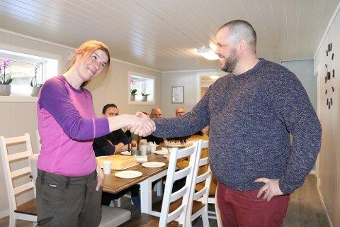 Aktivitetssenter: Leder for PU-tjenesten i Alstahaug kommune, Truls Didriksen, gratulerte tirsdag Eline Bergquist med nye lokaler