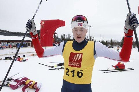 TO GULL: Det ble en bra avslutning på sesongen for Kristoffer Grønvik. Han tok medlaje i NNM (bildet) og han vant begge distansene i KM del 2 på Bestemorenga i helga. Foto: Per Vikan