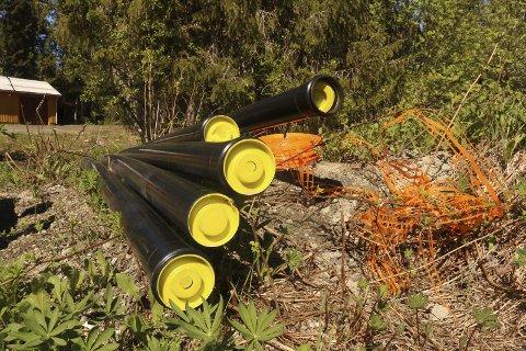 Langvarig: Signal Bredbånd AS legger fiberkabel i Symrevegen på Olderskog i Vefsn. Arbeidet startet i fjor høst. Sånn så det ut onsdag.