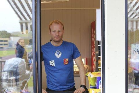 Jamnt og trutt: Pål Karstensen forteller at det har kommet kunder jamnt og trutt under hele arrangementet.