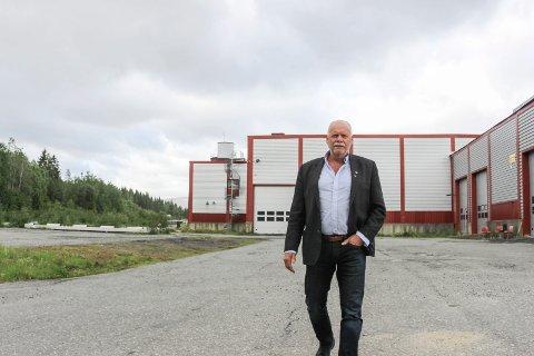 HÅPER: Ordfører Jann-Arne Løvdahl håper det nå kan skrives et nytt, luktfritt kapittel om Holandsvika.