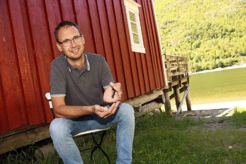 Sommersysler: Tor Martin Leines Nordaas er aktuell med øl-kåseri på Nano 11. juli. Dagen derpå blir det live akvarellmaling ved Galleri SOS – samt daglige høytlesninger samme sted.Foto: Stine Skipnes