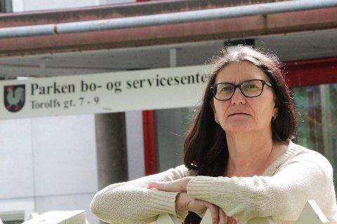 TILTAK: Leder Mildrid Hendbukt-Søbstad i omsorgsdistrikt nord håper at 60.000 kroner og full stillingsprosent kan lokke mange til å søke på ledige sykepleierstillinger.