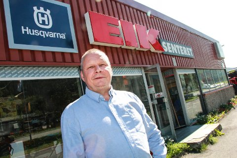 FLYTTER HERFRA: Bjørn Roar Våg foran Eik senteret på Øya industriområde. Forretningen flytter til Halsøy neste sommer.