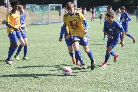 Rene Bonsaksen Åkerøy og de andre SIL-spillerne kom til kort mot Narvik-laget Håkvik i åpningskampen i Norway Cup.