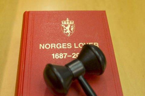 En støttekontakt på Helgeland forsynte seg av kontoen til en eldre mann personen skulle hjelpe. Saken er henlagt på grunn av bevisets stilling, men påklaget til Statsadvokaten i Nordland.