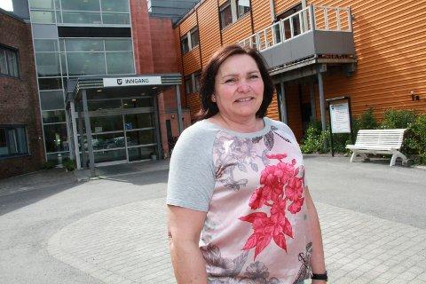 Karin Ingebrigtsen, enhetsleder for Omsorgsdistrikt sør i Vefsn kommune ville gjerne hatt flere søkere til de ledige sykepleierstillingene.