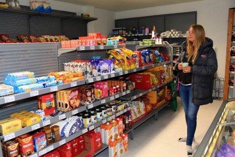 Turid Brocks har drevet butikk i Husvika og i Vestvågan i tre og et halvt år. Etter sviktende omsetning er det nå slutt.