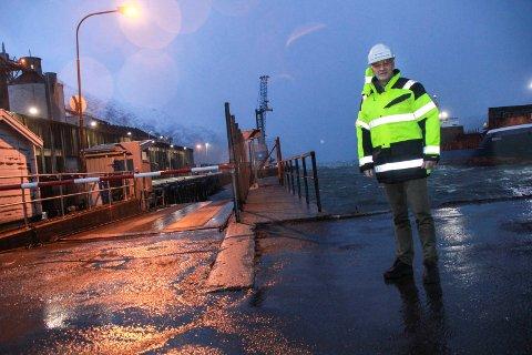 VIL HA FERJA BORT: Kurt Jessen Johansson, direktør i Helgeland Havn IKS, vil ha bort ferjekaia fra Mosjøen havn. Han påpeker at utviklingen av havna stopper i stor grad opp dersom ikke dette skjer.