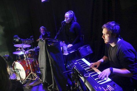 Bandet: Aaron Sebastian B. Arntzen, Edda Leonardsen, Thomas Holen og Aksel Bjørnarson Bakken.